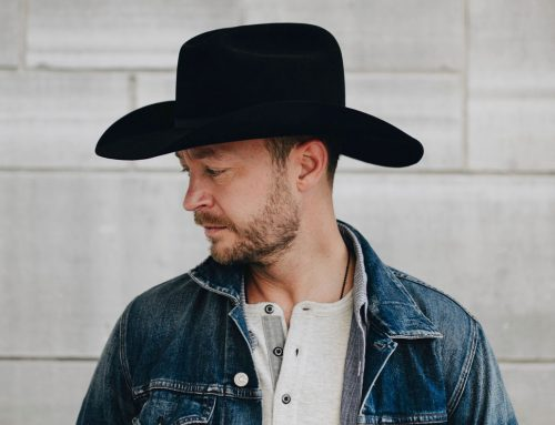 Paul Brandt shares his love of holiday music with hometown audience